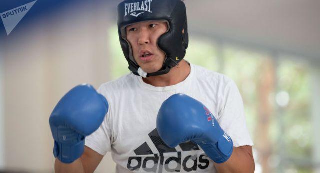Казахстанский боксер Нурдаулетов победил корейского соперника на ЧМ