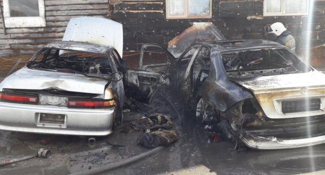 Три автомобиля сгорели на парковке в Петропавловске