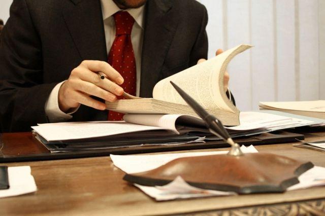 Адвоката в ЗКО подозревают в мошенничестве и подстрекательстве к даче взятки