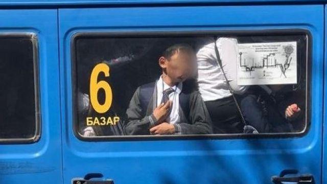 Мальчика прижало к окну: в Туркестане увеличат количество автобусов