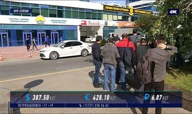 Уволенные строители небоскрёба пришли в Nur Otan