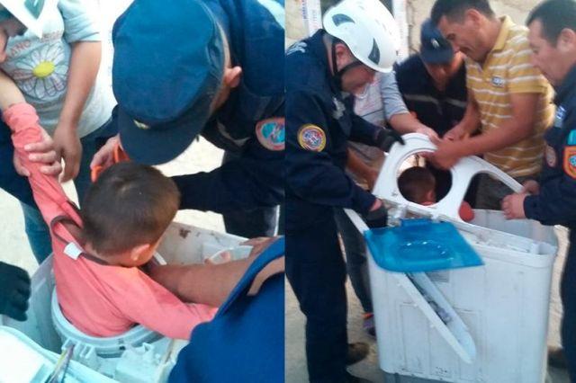 Спасатели извлекли 3-летнего мальчика из стиральной машины в Шымкенте