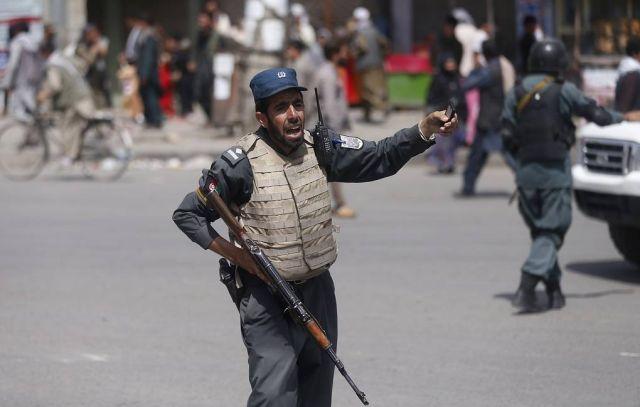 На предвыборном митинге президента Афганистана произошел взрыв