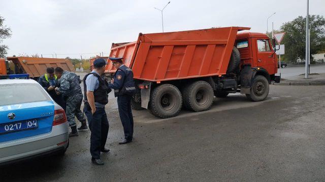 Три КамАЗа с хромом пытались похитить с Актюбинского завода ферросплавов