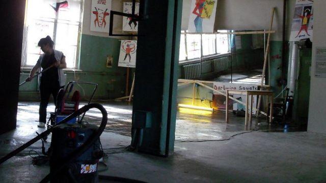 Мыть или не мыть. В МОН рассказали о мытье полов в школах детьми