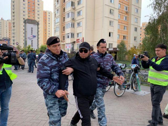 На несанкционированных митингах в столице и Алматы задержано 57 человек
