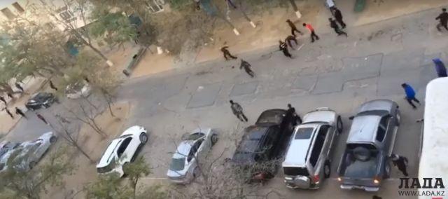 Причину массовой драки среди подростков, попавшей на видео в Актау,  объяснили полицейские