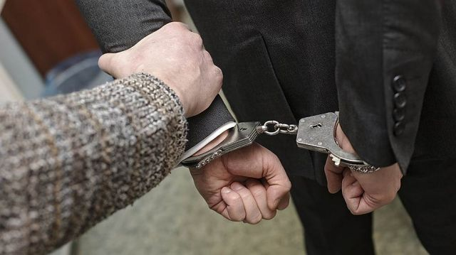 Полицейского в Актобе судят за взятку в 50 тысяч тенге