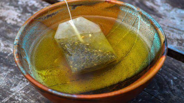 Ученые заявили об опасности чайных пакетиков