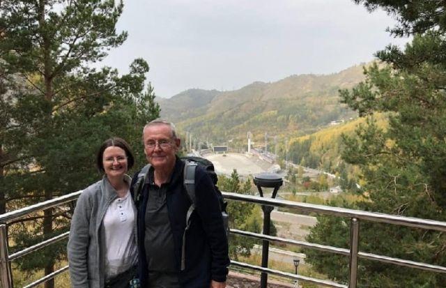 Пожилые туристы из Шотландии вместо отдыха собирали мусор в горах Алматы