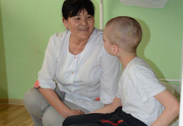 Ребёнка с ДЦП в истощённом состоянии обнаружили прокуроры в Актобе