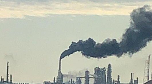 На Атырауском НПЗ произошел крупный выброс продуктов горения
