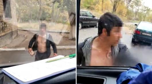 В Шахтинске пьяный мужчина атаковал машину скорой помощи кирпичами