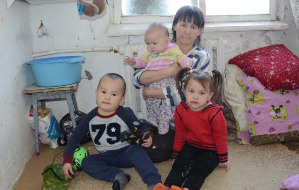 Многодетной матери в Актобе отрезали тепло за долги