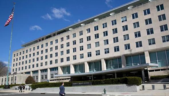 """США перестали выдавать визы китайским чиновникам из-за """"репрессий"""""""