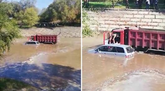 Водитель грузовика спас алматинца из затонувшего авто