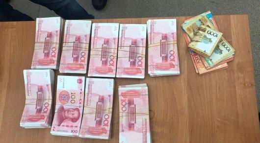 Крупную незадекларированную сумму пытались вывезти в Китай