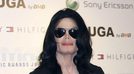 """Элтон Джон называет Майкла Джексона """"психически больным"""" в своей книге"""
