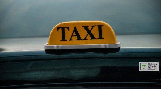 Таксисты в Туркестанской области ограбили пожилую клиентку