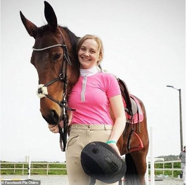Она съела свою лошадь — теперь 18-летнюю девушку ненавидит весь мир