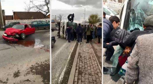 Автобус опрокинулся в Караганде: 20 человек пострадали