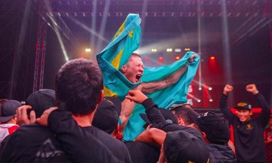 Бой казахстанца Жумагулова и россиянина Багаутинова закончился массовой дракой