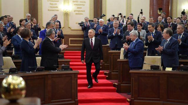 В честь Назарбаева переименовали центральную площадь Тараза