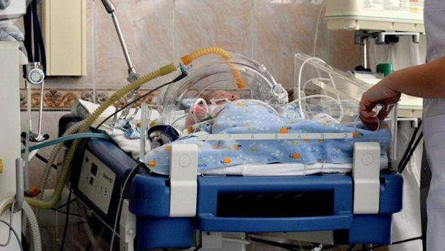 2-летний ребенок, избитый отчимом, умер в Алматы