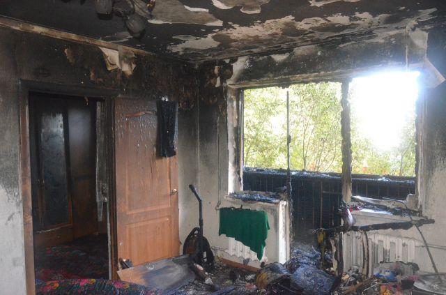 Незрячую бабушку доброволец вынес на спине из горящего дома в Актобе