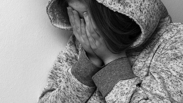 Мужчина, представившийся сотрудником КНБ, изнасиловал женщину в Алматы