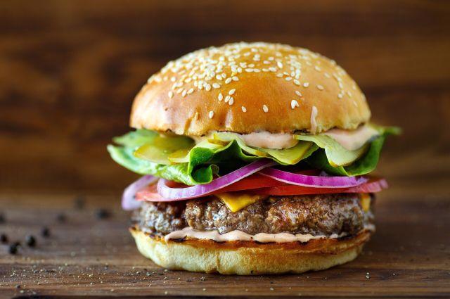 Ученые: гамбургеры опасны для интимной жизни мужчин