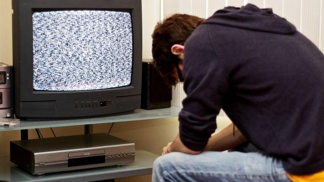 Теле- и радиовещание приостановят 16 октября