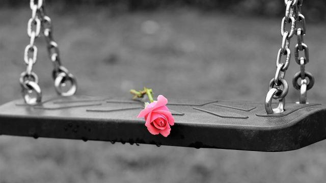 Родные погибшей школьницы в СКО не верят в суицид