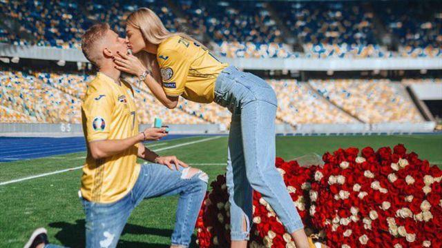 Игрок сборной Украины и «Манчестер Сити» сделал предложение своей девушке на стадионе
