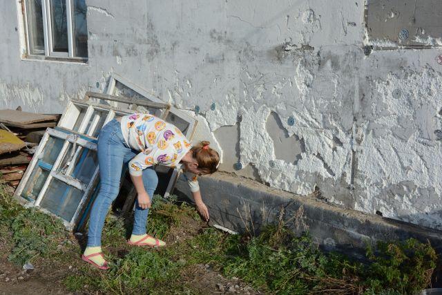 Дом после пожара, без окон и дверей получила мать-одиночка от акимата в Актобе
