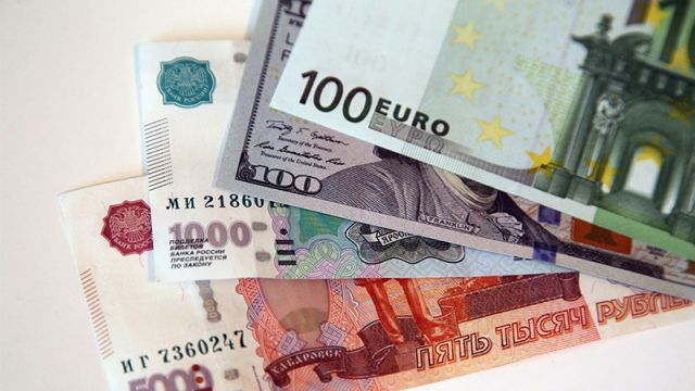 Курсы валют: евро и рубль продолжили рост