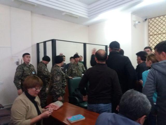 Суд в Актобе оправдал  полицейских, обвиненных в пытках