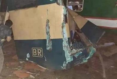 Не менее 15 человек погибло при столкновении поездов в Бангладеш