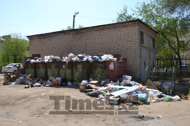 Компания в Актобе просит власти поднять тарифы на вывоз мусора в 3 раза