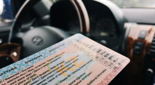 Когда казахстанские водители будут получать водительские права нового образца