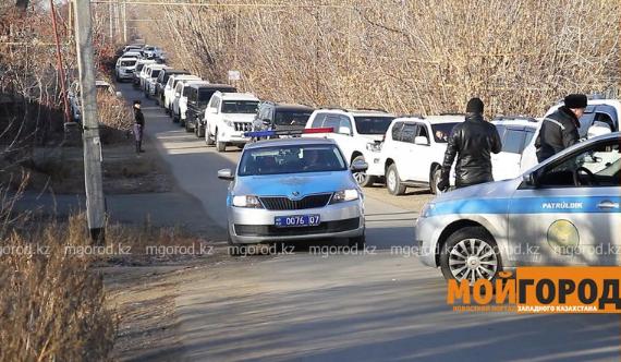 Мужчину, арендовавшего 60 джипов, задержали полицейские Уральска
