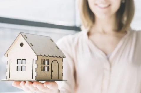 Ипотека для женщин: в ЖССБ разъяснили условия получения займа на жилье