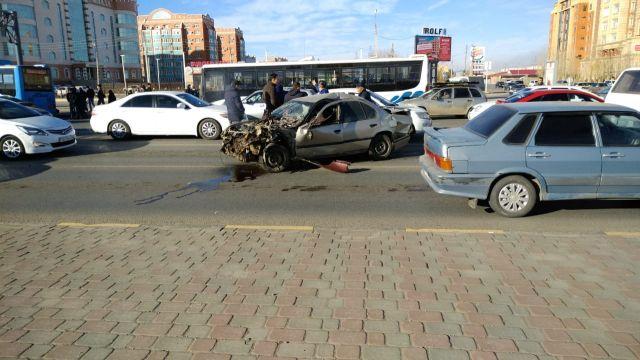 Рейсовый автобус с пассажирами и две иномарки пострадали в ДТП