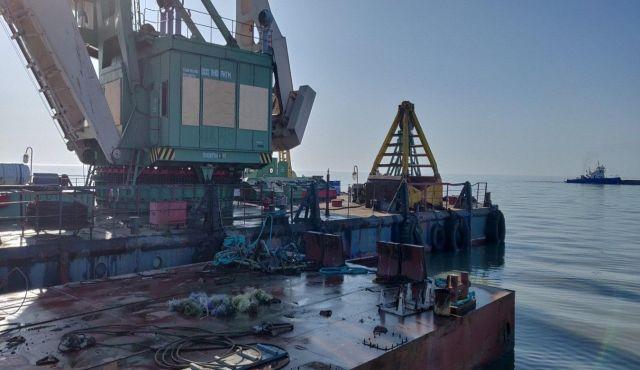 Китайская компания расчищает устье Урала