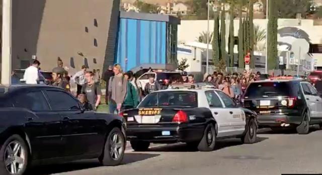 16-летний подросток устроил стрельбу в калифорнийской школе. Погибли два человека