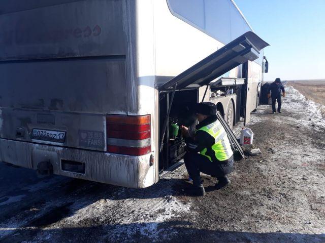 В степях Актобе чуть не замёрз автобус с гражданами Узбекистана