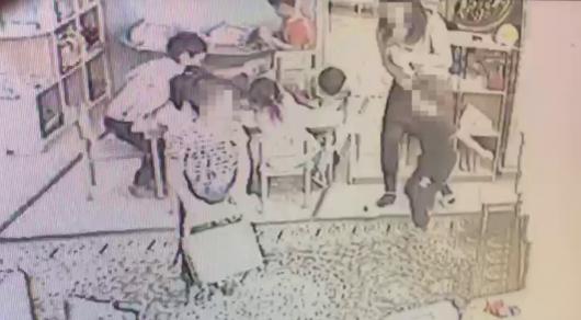 """""""Защищалась от ребенка"""": воспитателя уволили за избиение мальчика в детсаду Павлодара"""