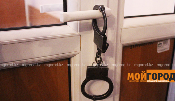 Трех жителей Уральска арестовали за неуплату штрафов