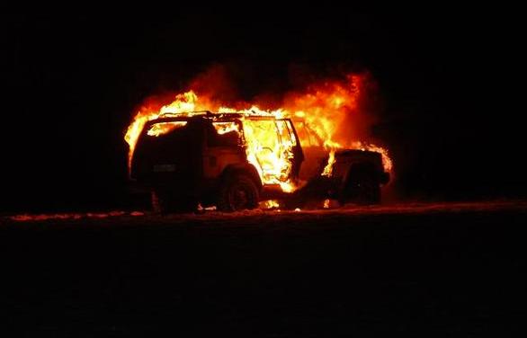Браконьеры сожгли собственный джип, скрываясь от инспекторов