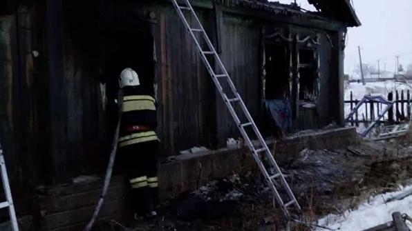 Четверо детей и двое взрослых погибли при пожаре в Алтайском крае